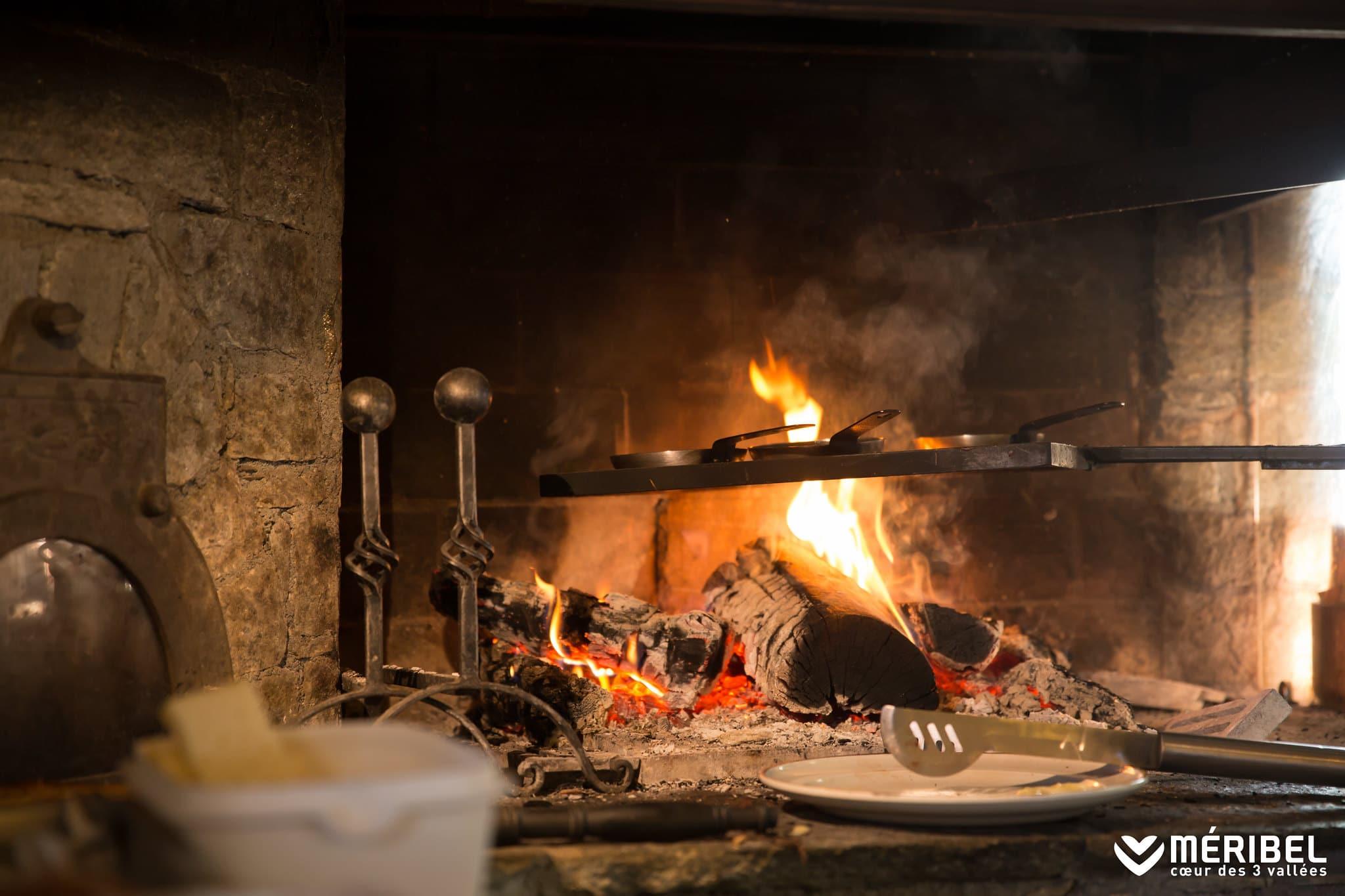 Ревущий огонь в наших роскошных шале в Мерибеле и Куршевеле